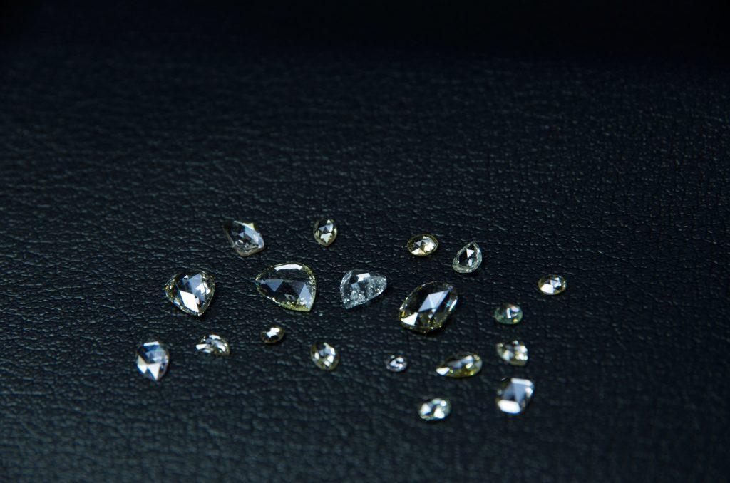 ローズカットダイヤモンド・ペアシェイプローズカットダイヤモンド・ラウンドローズカットダイヤモンド・ファンシーカットダイヤモンド『一点物シェイプ』について説明