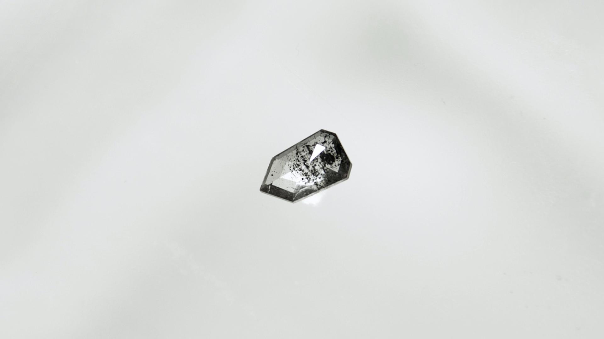 ゼブラダイヤモンド(ZEBRA DIAMOND)はザックリとしたモダンカッティングの一点物ダイヤ