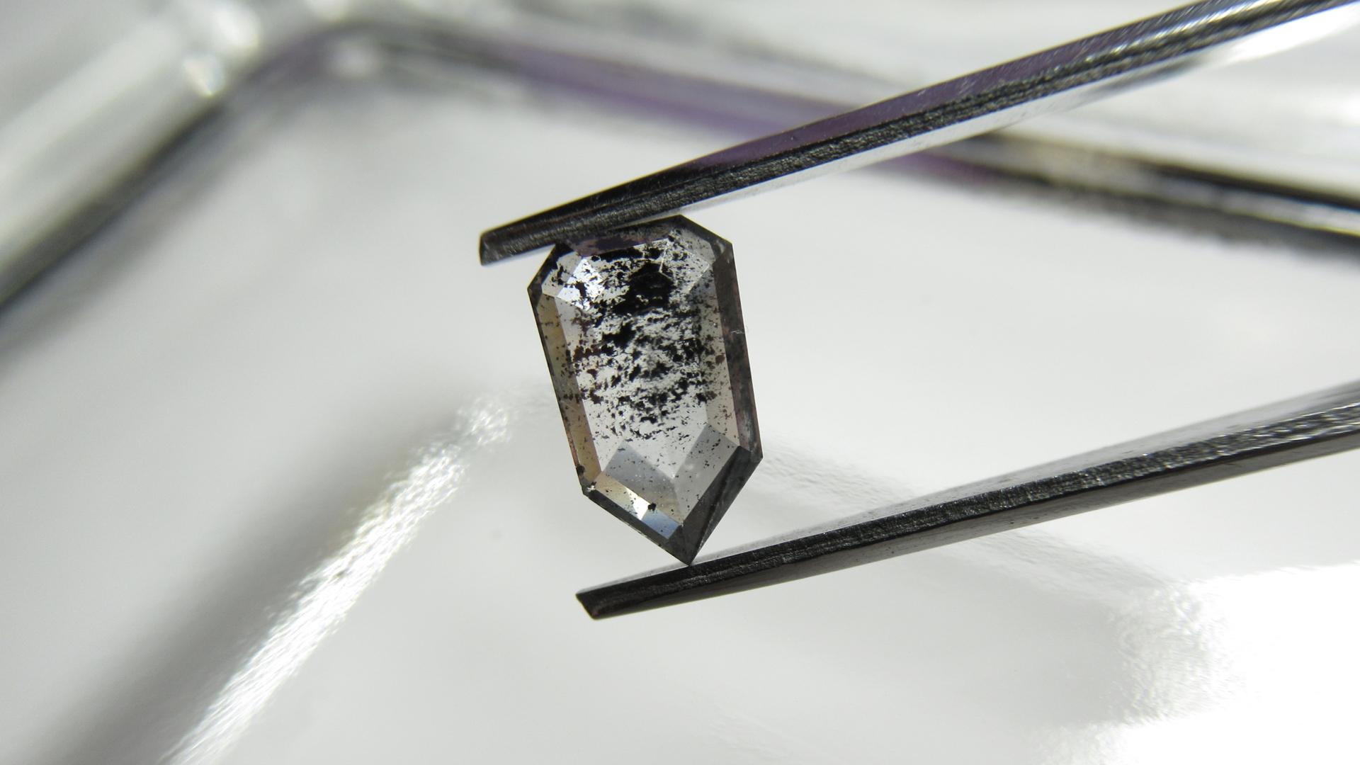 ゼブラダイヤモンド(ZEBRA DIAMOND)は新しい一点物ダイヤモンド