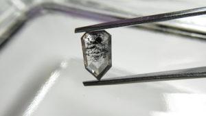 ゼブラダイヤモンド(ZEBRA DIAMOND)は世界に一つだけのシマ模様の一点物ダイヤ